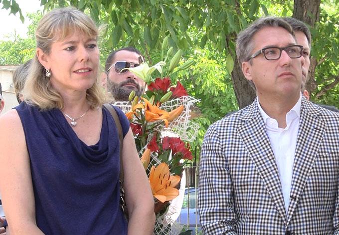 Дарителите Ерике и Лилиян по време на откриването на ортопедичната работилница в Стара Загора