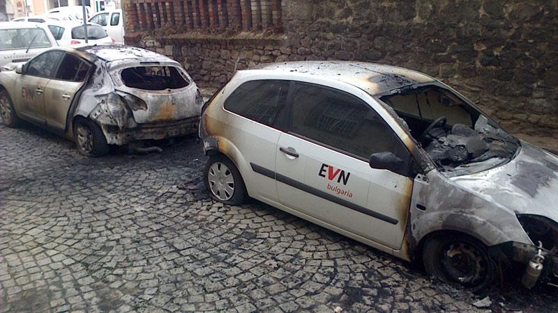 Пловдив - Подпалиха два фирмени автомобила на ЕВН България