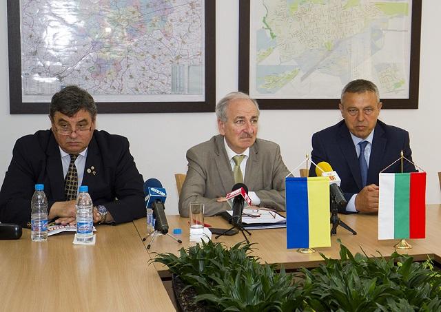 1посланик Украйна
