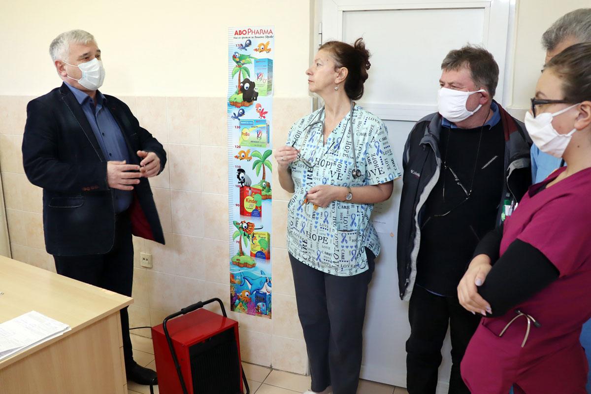 Проф. Жеко Ганев дари озонаторна система на Клиниката по заразни болести в Стара Загора