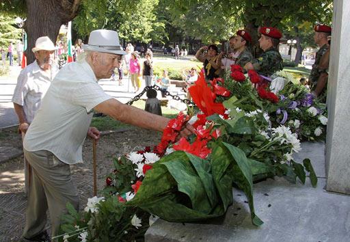 венци и цветя по повод 127 години Съединението на България