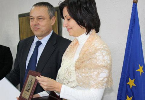 Евродепутатът Илиана Иванова получи Почетния плакет на областния управител на Стара Загора