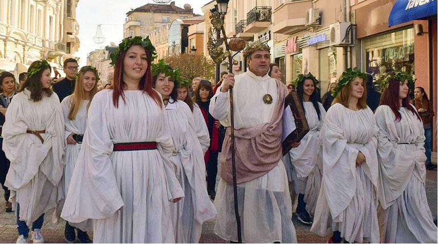 Дионисиево шествие в Пловдив за фестивала Дефиле на младото вино